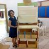 Orientadora Pedagógica, Jaqueline recebendo o Baú de leitura- Projeto DN – Foto 01