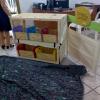 Orientadora Pedagógica, Jaqueline recebendo o Baú de leitura- Projeto DN – Foto 02